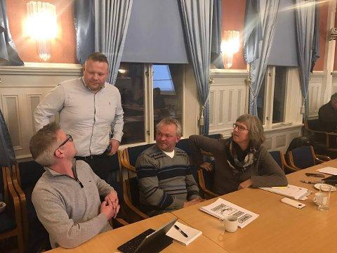 TAPTE - FORELØPIG: Stian Lund og et mindretall i bystyret ville sette ned foten for flytting av kommuneadministrasjonen til sentrum allerede i kveld, men vant altså ikke fram. Rådmannen har fått tillatelse av politikerne til å utrede flytteplanene videre.