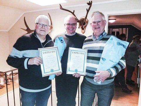 Ringrever: Både Anders og Tore har gjort, og gjør fremdeles en formidabel innsats for at Tryta skal være aktiv innen jakt, fiske, og friluftsliv. Her har de fått diplomer fra Knut Ove Eriksen.