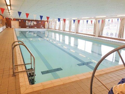 Rehabilitere eller bygge ny? Det er et av spørsmålene som tas opp når Rødt, Ap, KrF og Sp inviterer til møte om ny svømmehall i Risør.