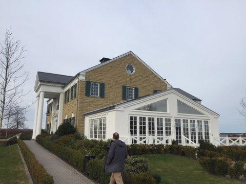 Morten Presthagen har vært på besøk ved Graceland-kopien i Danmark.