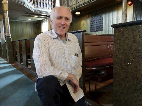 KNAPT SYNLIG: Seks millioner kroner er spyttet inn i nytt varmeanlegg i de tre kirkene i Risør, der en del er i Risør Kirke. Men det nye anlegget, med blant annet vannbåren varme under kirkegulvet, er knapt synlig, med unntak av nye radiatorer under benkene.Foto: HPB