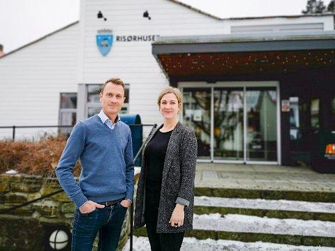 Kultursjef i Risør kommune Torolf E. Kroglund tror en omorganisering på Risørhuset skal gå bra, men ser generelt med bekymring på kutt i kultursektoren. Her sammen med biblioteksjef  Anita Thorbjørnsen.
