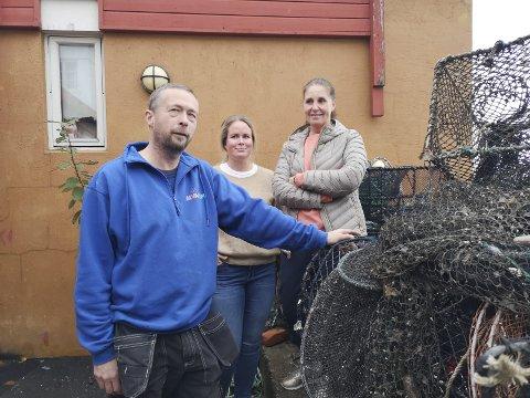 Klare til dyst: Wieger van Brunschot fra Risør akvarium med Beate Slangsvold og Beate Dørsdal i Risør undervannsklubb, klare til dyst.Foto: HPB