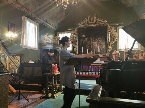 Sopran Ingrid Vetlesen, tromeptist Eirik Dørsdal og pianist Tor Morten Halvorsen inviterer til julekonsert i Risør kirke i morgen torsdag.