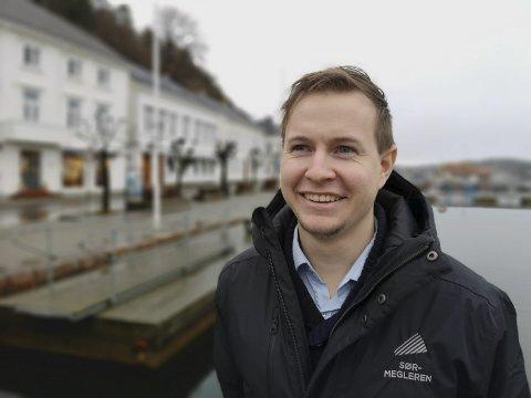 NY SJEF: Per Erling Fløistad tok over som avdelingsleder hos Sørmegleren i Risør 1. desember i fjor. Foto: HPB