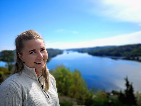 KAN STIRRE I EVIGHETER: Malin Johansen trakter skogene i Risør og omegn utrettelig. Her er hun på sin desidert favorittopp, Lofthei ved Røed.