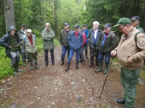 Mandag arrangerte Skogselskapet i Agder sammen med Risør Folkeakademi og Foreningen Norden en lærerik tur inn i Søndeledskogen.