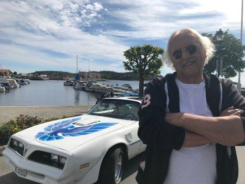 Egil Hansen er oppriktig og genuint glad i bilen sin. -Kona og jeg kaller den bare Jack, sier han.