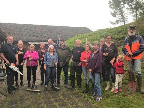 Blid hagegjeng av frivillige stilte villig opp for å gjøre en forskjell for de eldre som bor i omsorgsboligene i Gjerstad. Alle foto: Inger Løite.