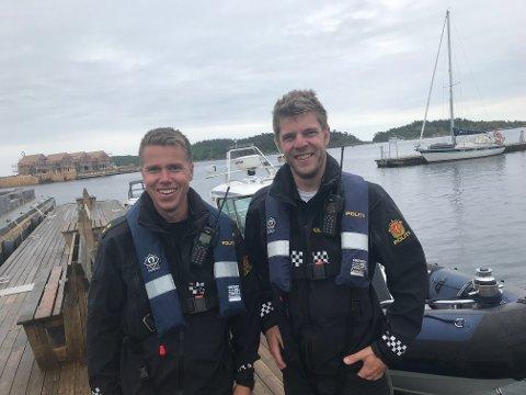 BLIDE GUTTER PÅ SJØEN: Makkerparet Stian Anderson (t.h) og Tormod Hammerseng (t.v) har godt humør, det har stort sett båtfolket også forteller de, selv om det blir en og annen sur sak inn i mellom.