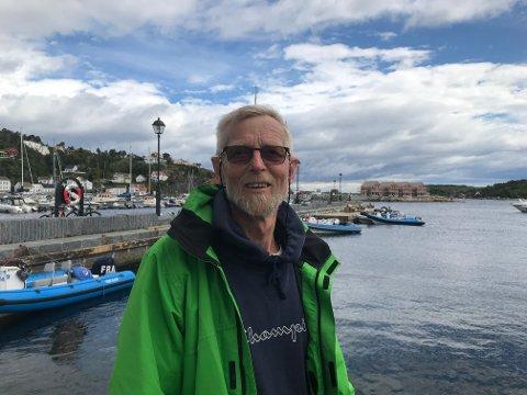 Tomm Rustad (70) er veldig glad for å få familiehunden tilbake, men han mener hele greia er et mysterium og skulle gjerne visst hva som hadde skjedd men hunden.