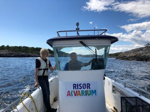 Victor (11), og daglig leder for Risør akvarium Wieger van Brunschot redder havet fra forsøpling.