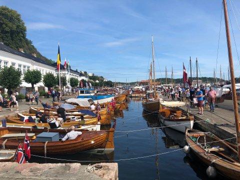 Trebåtfestivalen 2019 har offisielt startet. Det ser ut til å bli tre solrike dager med festivalmoro.