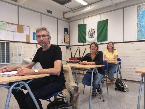 Læring skal skje på skolen: Vidar Iversen, Frida Fred Dørsdal og Hanne Naas fra Rødt vil ha leksefri grunnskole i Risør.