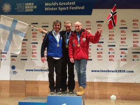 DOBBEL BRONSE: Ingebrigt Sørbø (til høyre) kan reise hjem til Gjerstad fra Seefeld og Innsbruck-OL med to bronsemedaljer i hopp.