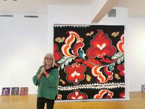 De fargerike teppene som pryder Risør kunstparks galleri fra lørdag, er vevd av Brita Been.