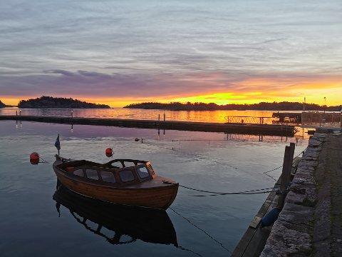 November er mildere enn vanlig, sier meteorologen. Her fra soloppgang i Strandgata mandag.