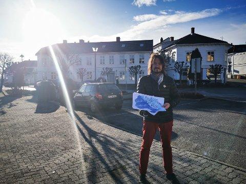 VIL SERVERE ØL HER: Dag Eikeland ønsker å utvide Hukkens uteservering. Nå har han søkt Risør kommune om å ta i bruk to nye arealer i sommerhalvåret.