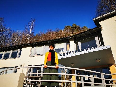 Maria Jonsson er Risørs ferskeste stipendiat i Kunstparken. Hun ønsker å skape kunst er mennesker selv deltar.