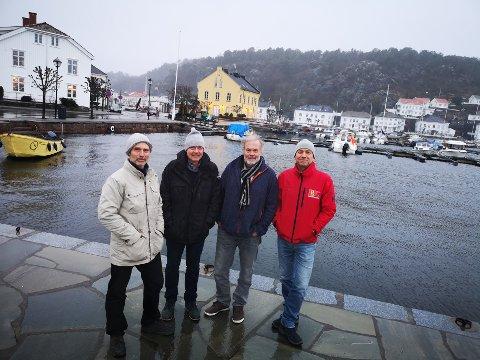"""MARITIMT OMRÅDE: Grupperingen """"Det maritime Risør"""" vil gjerne utvikle Tollboden og området rundt, og ser for seg en smeltedigel av maritimt innhold. Bystyret avgjør saken, førstkommende torsdag. Fire av styremedlemmene i DMR her, med (f.v.) Lars Grønvold, Jan Morten Homme, Trond Svenningsen og Rients van der Woule."""