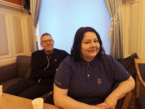 FÅR ÅPNE: Stein Roar og Birgitte Høgli fulgte bystyredebatten på torsdag.