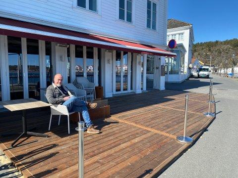 Terje Henriksen er svært fornøyd med den nye plattingen, og gleder seg til plassen fylles opp i sommer.