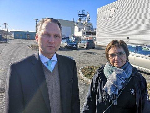 """TRIST: Slaget om """"næringsveien"""", som de næringsdrivende har kjempet for, er over. Statsforvalteren står på prinsippene sine og velger naturen fremfor næringens kår. – Moland blir nå et annenrangsindustriområde i konkurransen med de andre, sier konsernsjef i IMS-Group, Roy Langseth. Her sammen med Anne Hudalen på Resolve fra en tidligere sak om E18. Arkivfoto: Hans Petter Bjerva"""