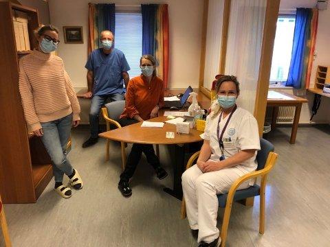 GJERSTADS VAKSINETEAM: Gjerstad kommune har startet vaksineringen av innbyggerne på kommunehuset. Fra venstre: Malin S. Ommundsen, Christoph Munch, Ellen Jacobsen Grunnsvoll og Camilla Dahl Thomassen.
