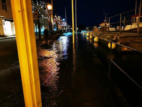 I fjor på denne tiden var det høyvann i Risør. Det er store kontraster til dagens temperatur.