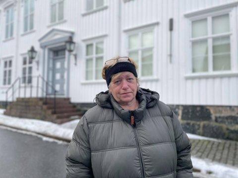 Kirsti Lindberg ble vekket av politiet natt til onsdag, og kom seg ut av huset sammen med sin bedre halvdel.