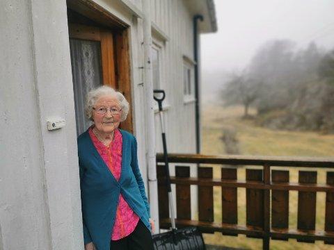 På Vintermyr, mellom Krabbesund og Sandnes, har Ingeborg Vintermyr bodd siden 1956. I dag er hun 100 år og fremdeles selvgående.