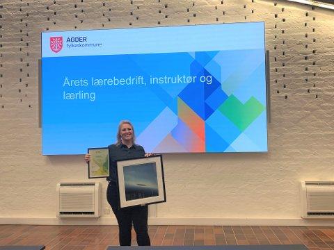 Camilla Løken var i dag tidlig på Fylkeshuset for å motta prisen for Årets veileder.