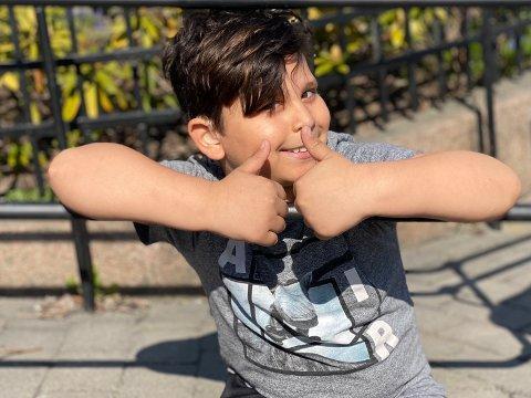 Mandag var sju år gamle Achilles Miu til en omfattende hørseltest. Om to uker er de nye høreapparatene hans klare.
