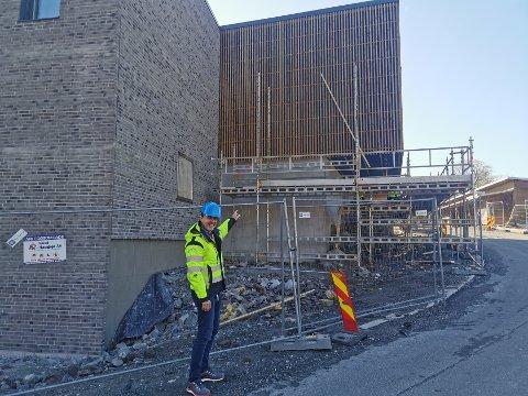 Prosjektleder Tom Thorvaldsen er stolt av bygget. – Det er både flott å se på og med gode tekniske løsninger, forteller han.