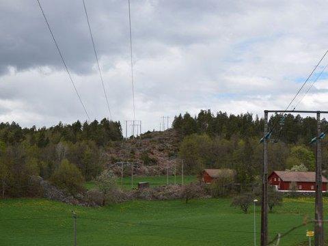 Agder Energi Nett: Må bygge ut strømnettet for å møte behovene til den nye batterifabrikken. Her fra Agder Energi Netts kraftledninger ved Dalen-krysset i Arendal.