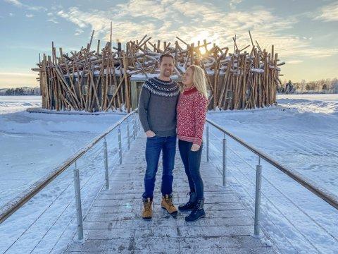 Jens Trydal og Åse Kristine Mæsel Trydal har brukt fjoråret på å utforske markedet for trehytter. Her er de i Sverige på Arctic Bath.