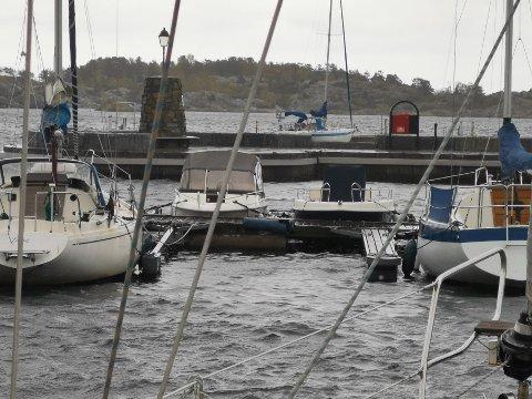 Det er friskt i Risør mandag, med regn og kuling. I denne saken kan du lese værvarselet for de nærmeste dagene.
