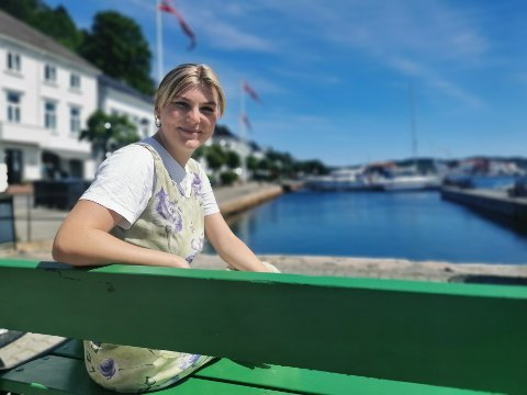 Johanne Svarva Helgebostad er årets koordinator for Risør trebåtfestival. - Det er deilig å gjøre noe så konkret, sier hun, som til daglig studerer juss.