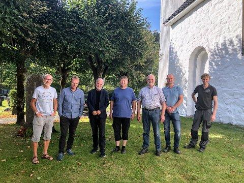 Etter en lang venteperiode kunne endelig hovedintonatør fra Nederland Jan Koelewijn og to av orgelbyggerne (t.h.) komme til Søndeled kirke for å intonere orgelet. Her sammen med (f.v.) Lars Lauvhjell, Tor Morten Halvorsen, Kåre Nordstoga og Bjørn Hasselgård.