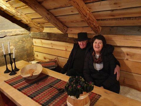 EI PERLE: Ekteparet Nils og Bodil Heskestad har gjenskapt hvordan gården Helleren var på 1850-tallet. Plassen er en perle i Lund.