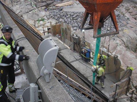 HØYT: Arbeidene foregikk for en stor del i høyder opptil 25-30 meter over bakken.