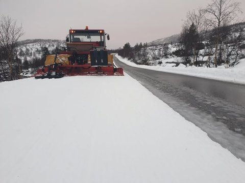 LITE SNØ: Den seneste tidens mildvær og regn, har ført til at det er lite snø igjen i Sirdal. Det siste Sirdalsløyper trenger når froholdene er såpass krevende, er at folk tullekjører med bil i skiløypene deres.