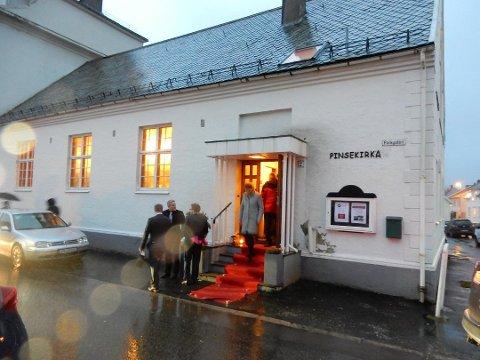 STORT AKTIVITET: Pinsekirka driver en omfattende virksomhet i tillegg til menighetsarbeidet i Flekkefjord sentrum. Summen av driftinntekter var i 2017 på 3,9 millioner kroner. Av dette var bare om lag 220.000 offentlige tilskudd.