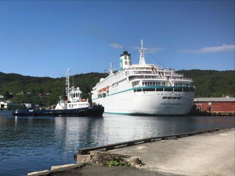 Cruiseskipet «Deutschland» fotografert i mai 2018 da det sist gang gjestet Flekkefjord.