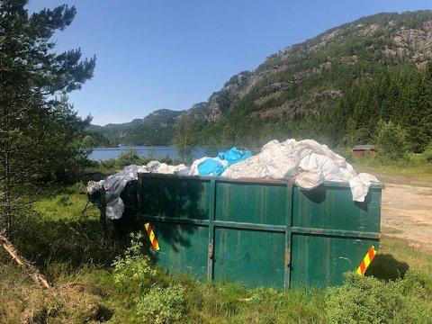SØPPEL: En av Avisen Agders lesere reagerte på plassering av containere ved Ersdalsvatnet.