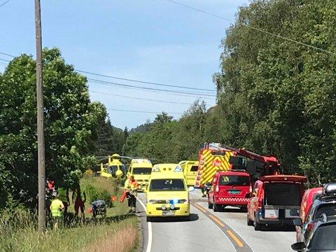ULYKKE: En brannbil har kjørt av veien.