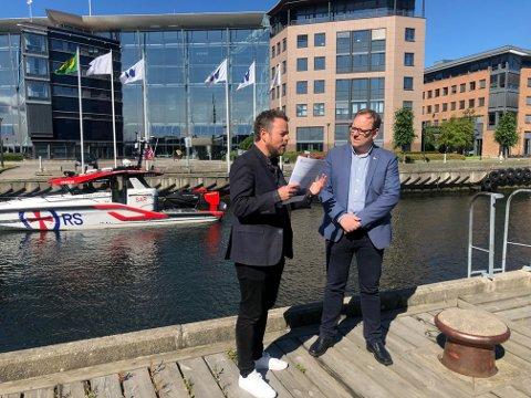 Næringsminister Torbjørn Røe Isaksen og fungerende sjøfartsdirektør Alf Tore Sørheim.