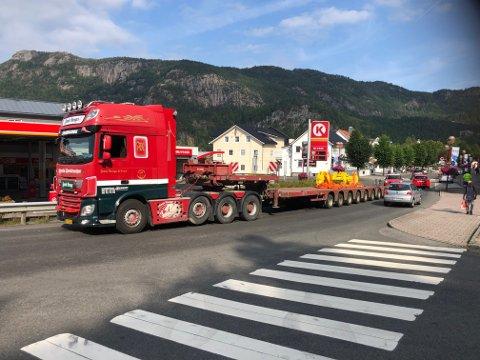 Dette kjøretøyet mistet en del i Liknes mandag formiddag. Foto: Tor Magne Gausdal