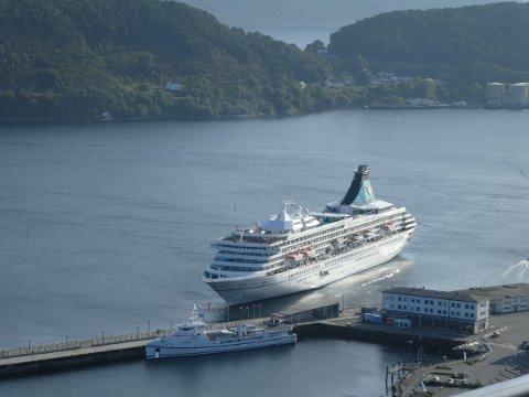 Mange havner i Norge har svært mange cruiseanløp som her i Ålesund.