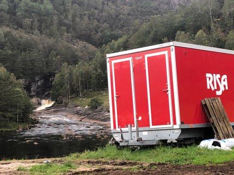 HAR STARTET: Risa er på plass i området for å drive fjellsikring. Snart kommer det flere entreprenører